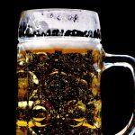 Come servire la birra ai tuoi amici da vero barman